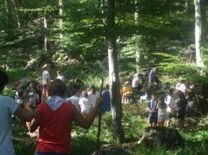 Momento di apprendimento nel bosco